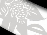 000B - Fiore grigio su fondo bianco, bordo nero