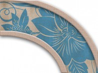 010  - Fiore Asia azzurro antico su beige, bordo luminoso